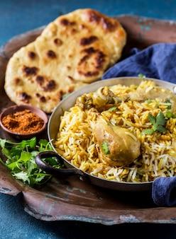 ハイアングルのおいしいパキスタン料理の構成