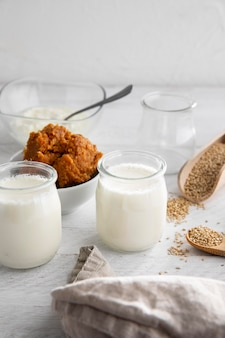 Вкусный йогурт под высоким углом