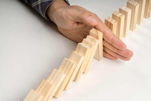 Высокий угол блоков домино
