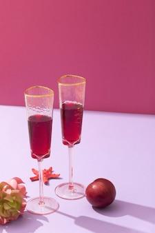 하이 앵글 음료와 과일