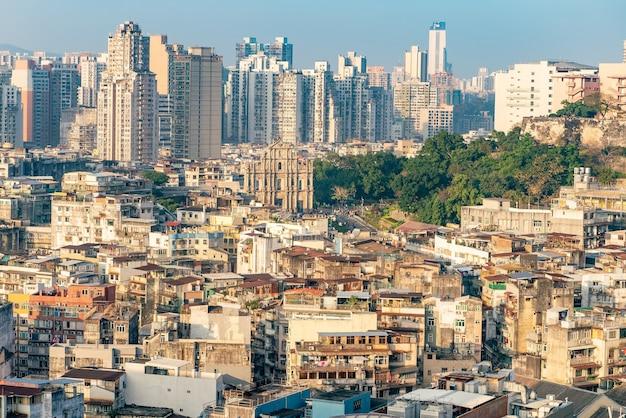 높은 각도 무인 항공기 중국 마카오의 더러운 시내 슬럼 마을의 풍경 보기.