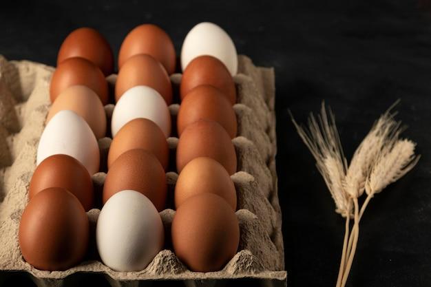 Картонная коробка для яиц под большим углом