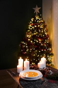 ハイアングルのお祝いのクリスマスの食事の構成