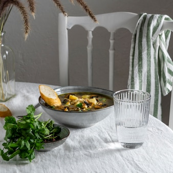 접시에 그릇에 높은 각도 음식
