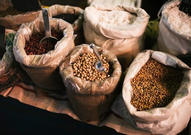 Высокоугольные зерна в мешках