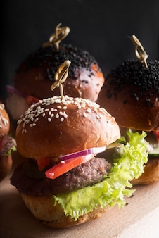 Расположение гамбургеров под большим углом