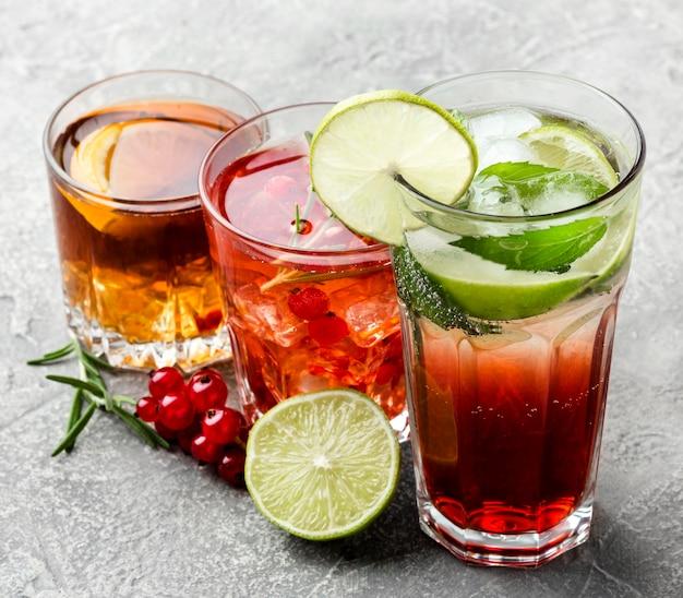 アルコール飲料のハイアングルミックス