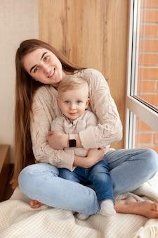 Высокий угол мама и сын