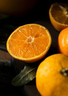 Alto angolo di più arance autunnali