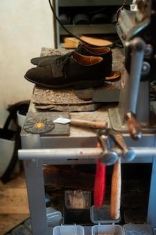 Новая пара обуви под высоким углом
