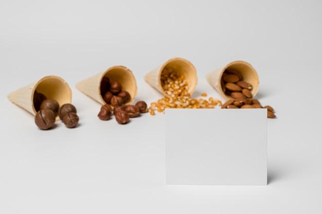 ローリのお祝いのためのナッツの高角度の品揃え