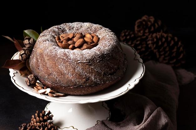 チョコレートケーキのコンセプトの高角度