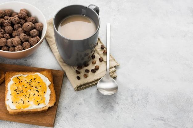 Высокий угол вкусного завтрака