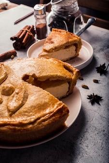 Высокий угол концепции вкусного пирога