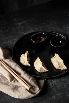 餃子と箸の高角度