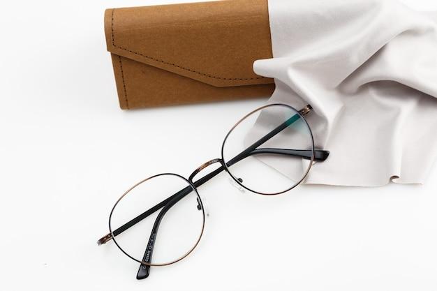 コピースペースがある場合の高角度の眼鏡