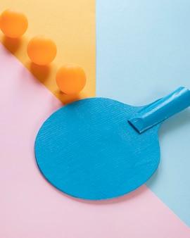 Большой угол наклона ракетки и мячей для пинг-понга