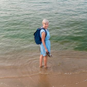 海の上級観光客女性のハイアングル