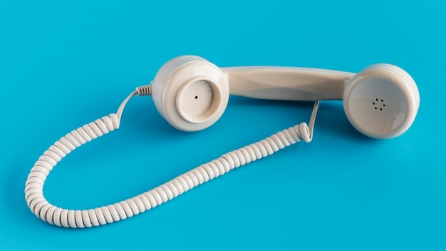 Телефонная трубка под большим углом