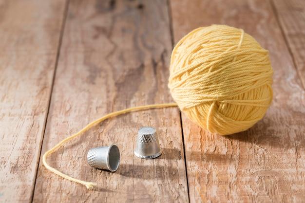 指ぬきと糸の高角度