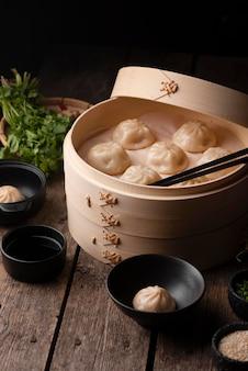 아시아 전통 만두의 높은 각도