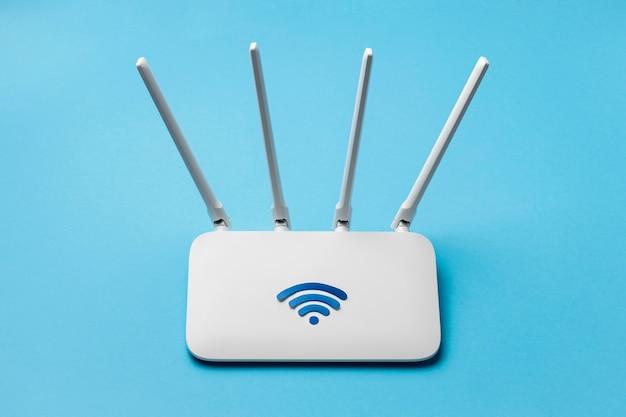 높은 각도의 wi-fi 라우터