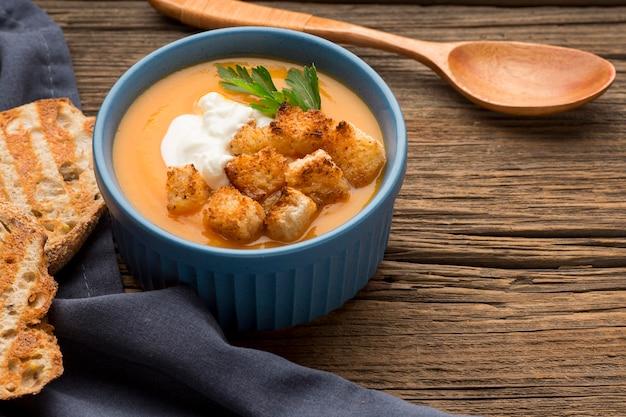 Зимний суп из кабачков с гренками