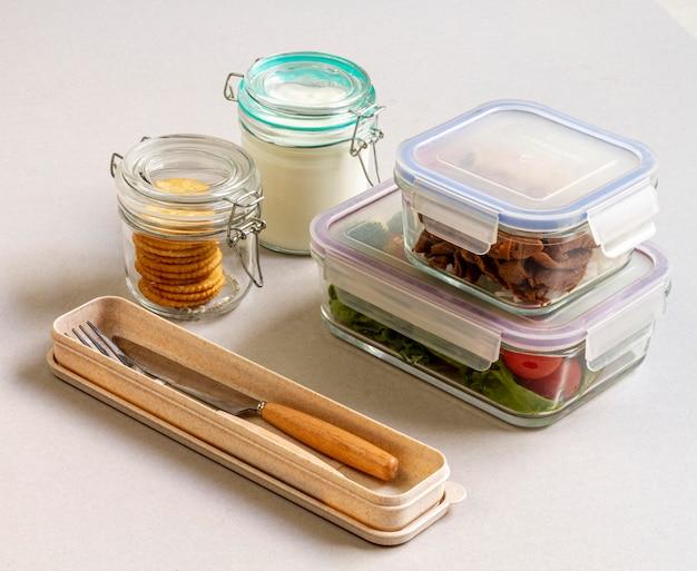 Пищевой ассортимент в упаковке под высоким углом