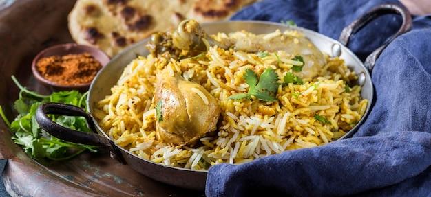 高角度のパキスタン料理の配置
