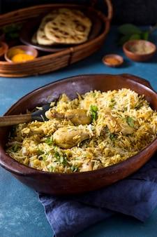 高角度のパキスタン料理の構成