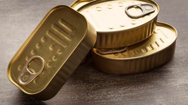 高角度の保存された魚の缶