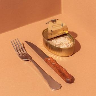カトラリー付き缶入り高角度保存マグロ