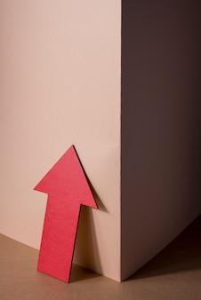 Высокий угол красная мультипликационная стрелка