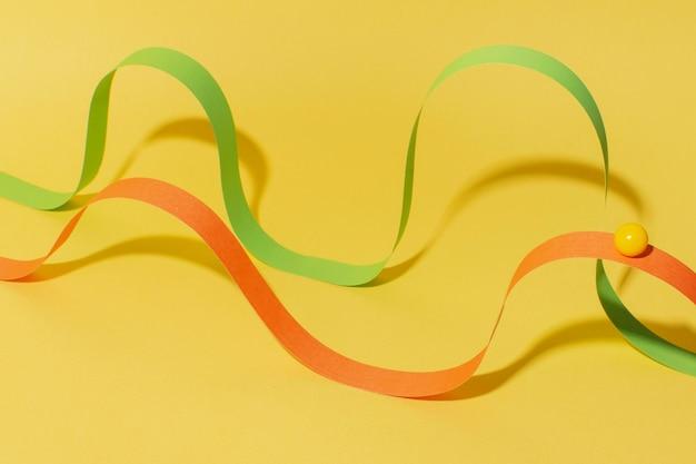 볼이있는 하이 앵글 리본