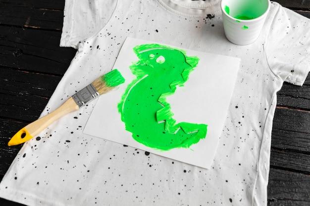 Maglia ad alto angolo e colore verde