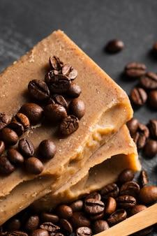 コーヒー豆で作られた高角石鹸