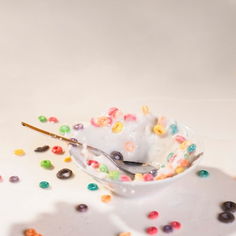 High angle splash in bowl with milk and cereals