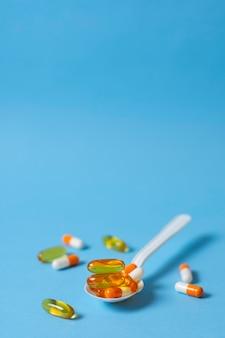High angle spoon with pills