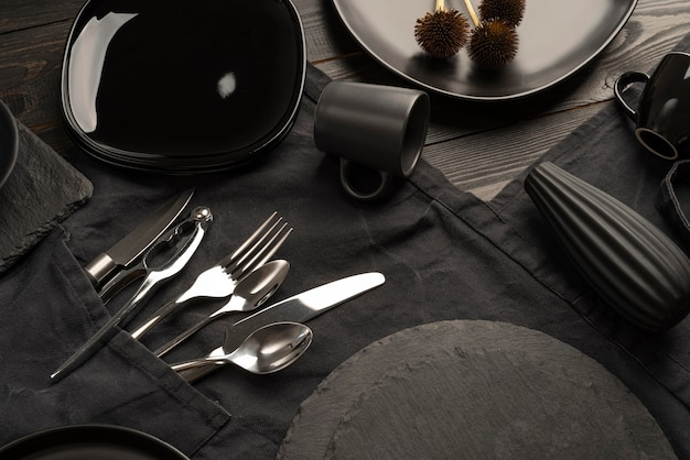 High angle tableware arrangement