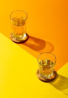 メガネでハイアングルのおいしい飲み物