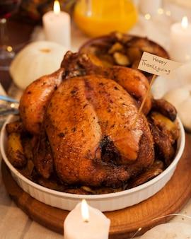 ハイアングルのおいしい感謝祭の七面鳥