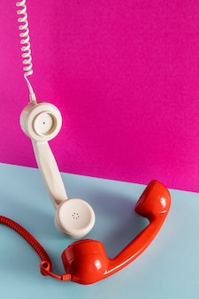 Elevato angolo di ricevitori telefonici con cavi