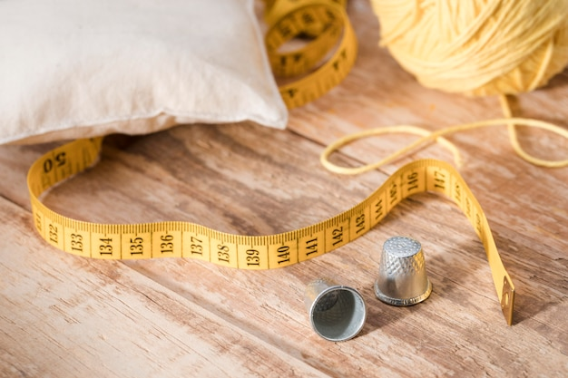 High angle of thimbles with thread and measuring tape