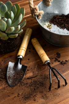 High angle tools for gardening