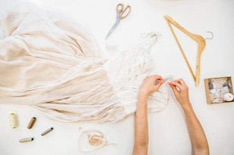 ファッション、デザイナー、手、ドレス、働く、ハイアングル、白、背景