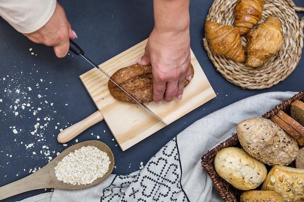 人、手、パン、スライス、パン、板