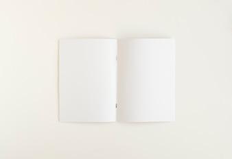 Высокий угол обзора пустой белой карты