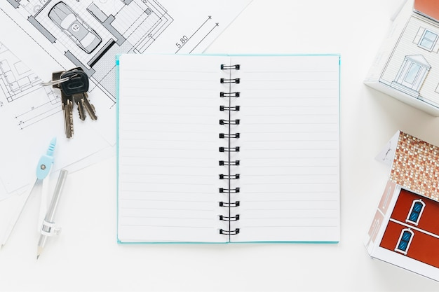 青写真のハイアングル。キー家モデルで日記を開く