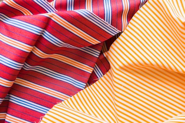 ラインパターン綿の服の高い角度のビュー