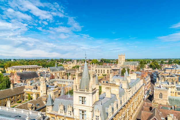 イギリス、ケンブリッジの街の高角度のビュー